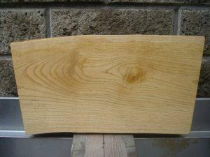 木の板塗装完了